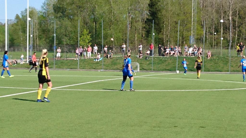 Även till denna match fullt lag inklusive två målvakter. Eftersom det var  mitt på dagen och en värmebölja så var det väldigt varmt. 118409ea1d641