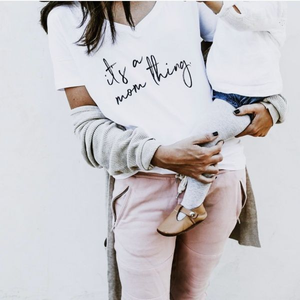Bilde av Its A Mom Thing Tee - White