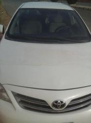 سيارة كورولا  للبيع نظيفة