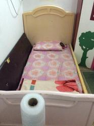 سرير نَفَر خشب مستخدم نظيف