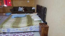 سرير كبير بمرتبة طبية حالة جيدة للبيع