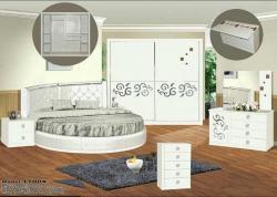 غرفة نوم  ذات سرير دائري مميز