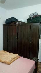 غرفة نوم مع مرتبة نظيفة