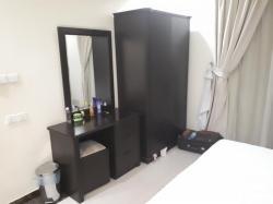 غرفة فندقية٢سرير نفر او سرير مزوج الراس ارتفاع٢م تسريحةودولاب خشب تايلاندي ضمان١٠سنوات