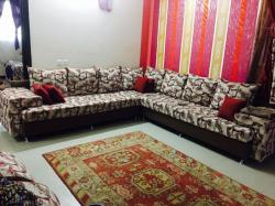 للبيع غرفة نوم بحاله جيدةطقم جلوس مع الستارة والفرشة