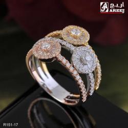خاتم مميز بألوان الذهب الثلاث مرصع بالالماس الطبيعي النقي