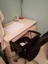 مكتب خشبى مع كرسى للبيع