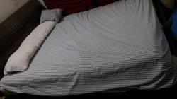 سرير مزدوج مع المرتبه نظيفه