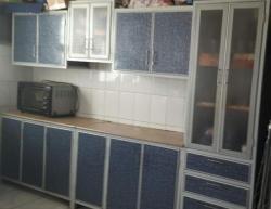 مطبخ حالة ممتازة ودولاب مطبخ ٣ متر للبيع