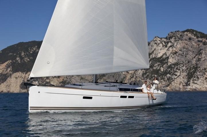 Sun Odyssey 469, Estera I