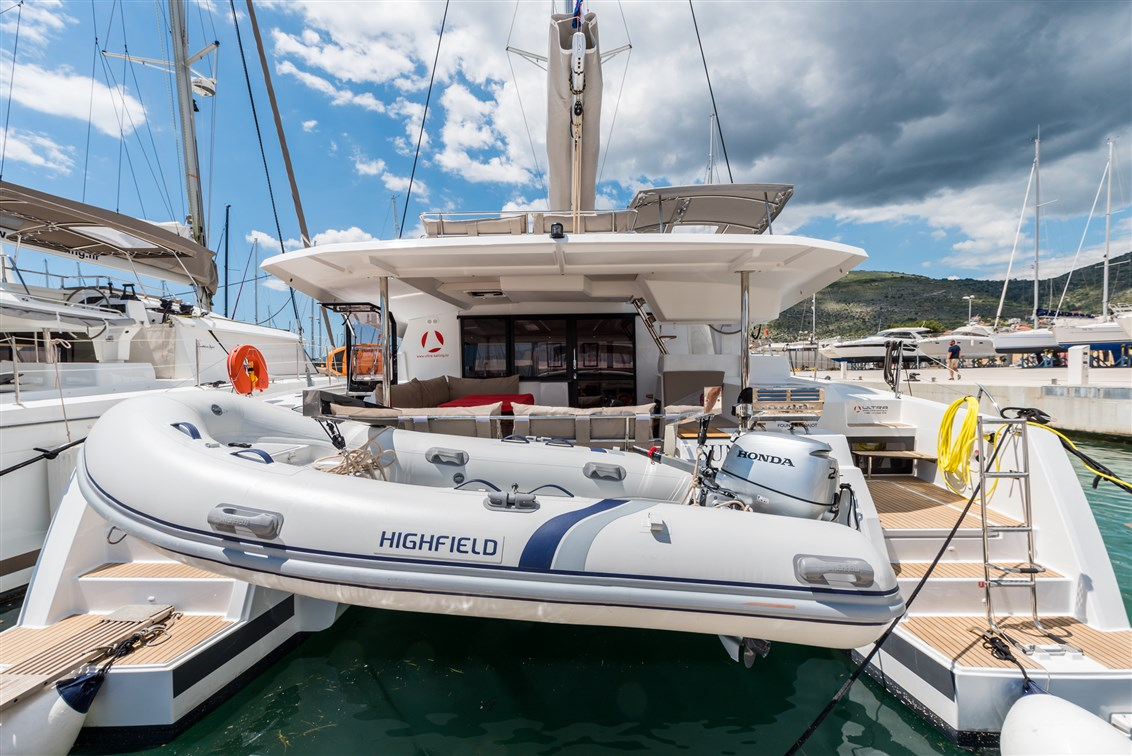 Fountaine Pajot Saona 47 (Quintet) - 5 + 1 cab. - Sunny Wave with AC and generator