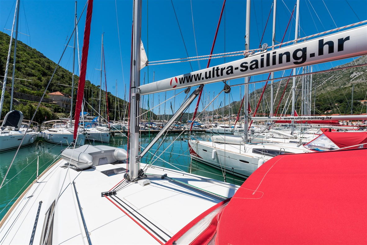 Limoni charter yacht croatia
