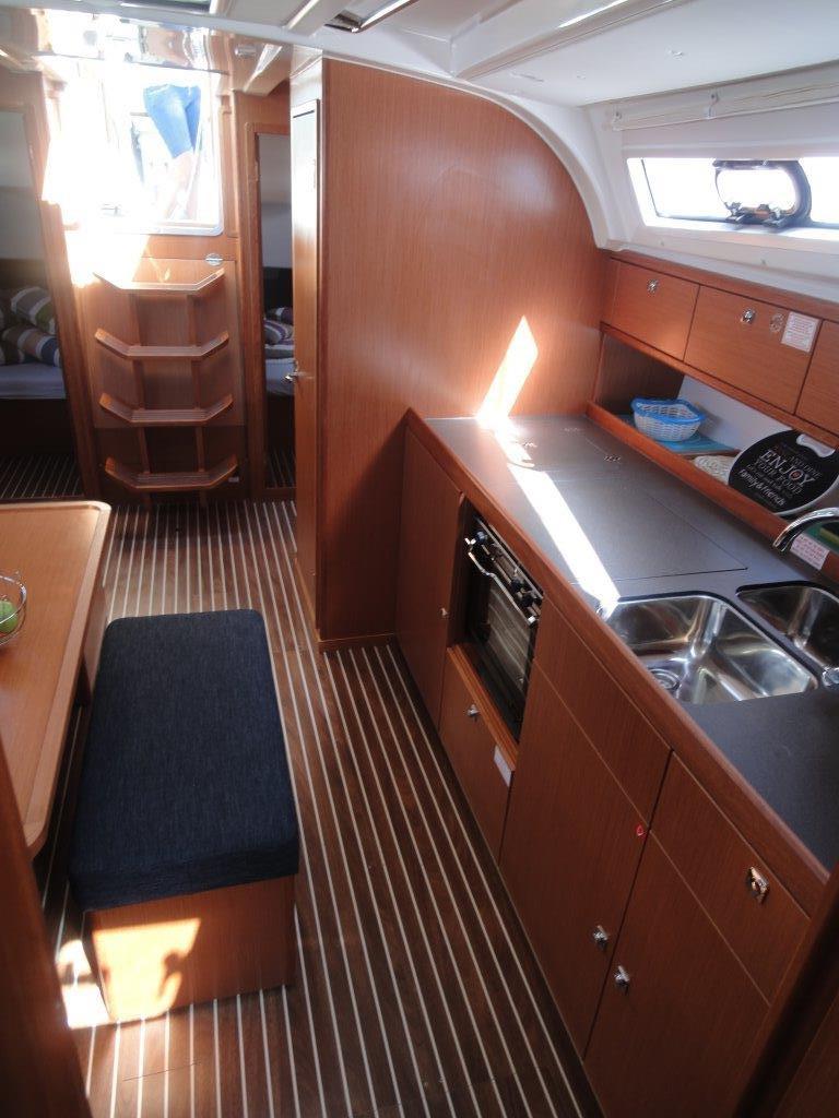 Bavaria Cruiser 41, Ile