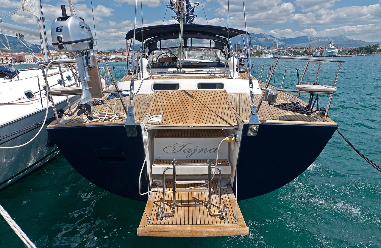 https://ws.nausys.com/CBMS-external/rest/yacht/1061727/pictures/n1.jpg