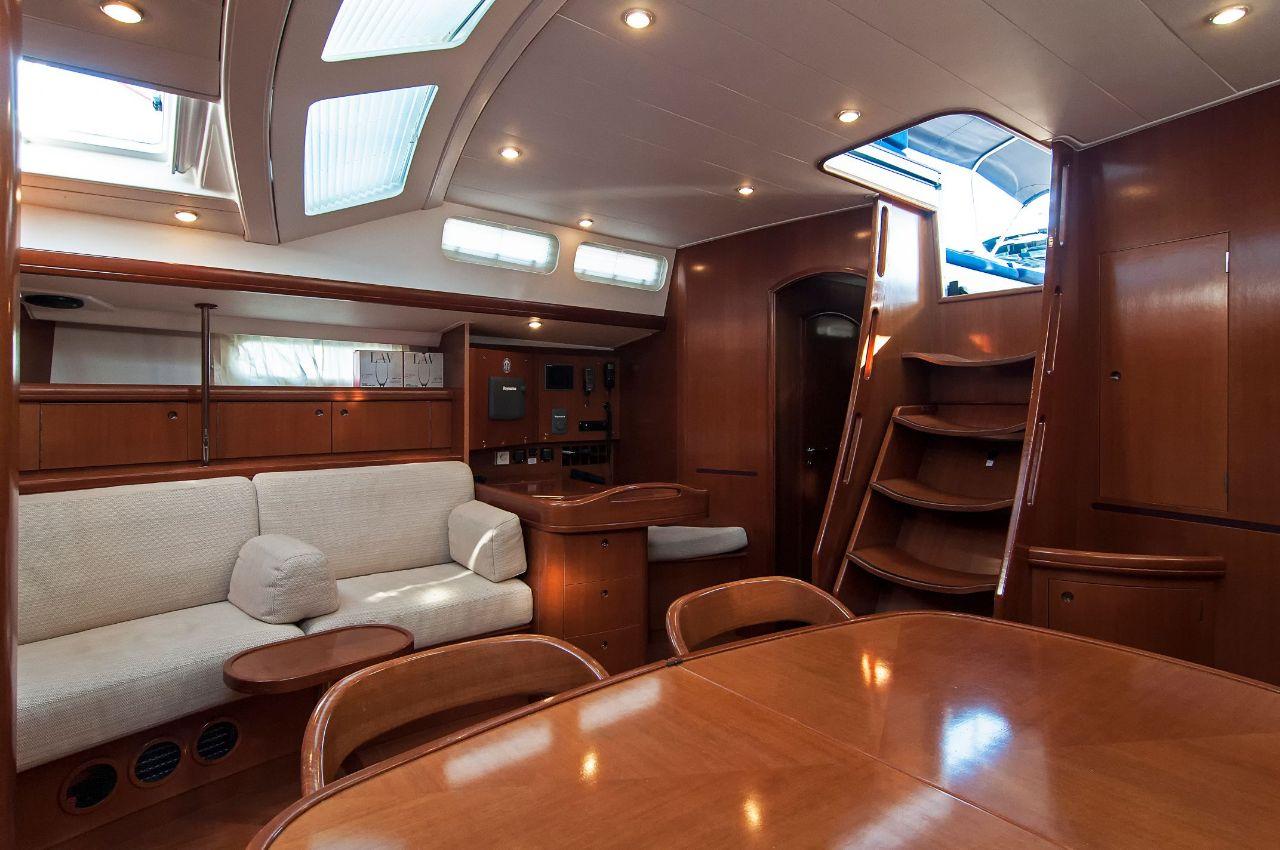 https://ws.nausys.com/CBMS-external/rest/yacht/1061727/pictures/p2.jpeg