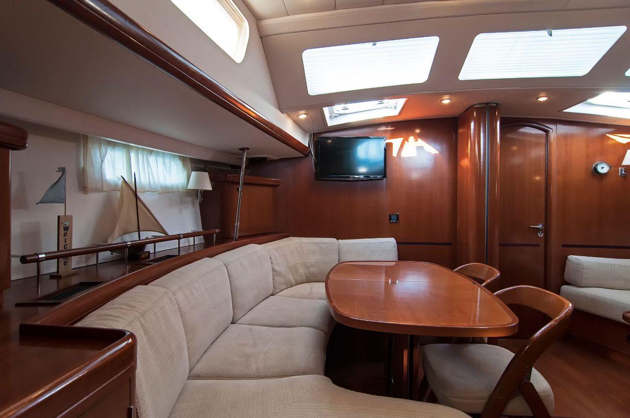 https://ws.nausys.com/CBMS-external/rest/yacht/1061727/pictures/p4.jpeg