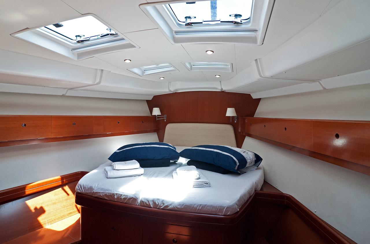 https://ws.nausys.com/rest/yacht/1061727/pictures/s.jpg