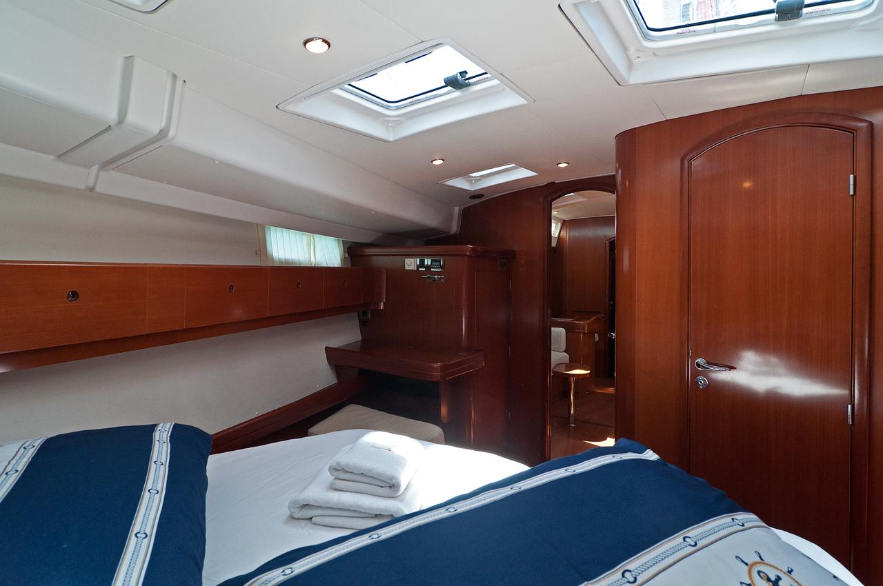 https://ws.nausys.com/rest/yacht/1061727/pictures/s1.jpg
