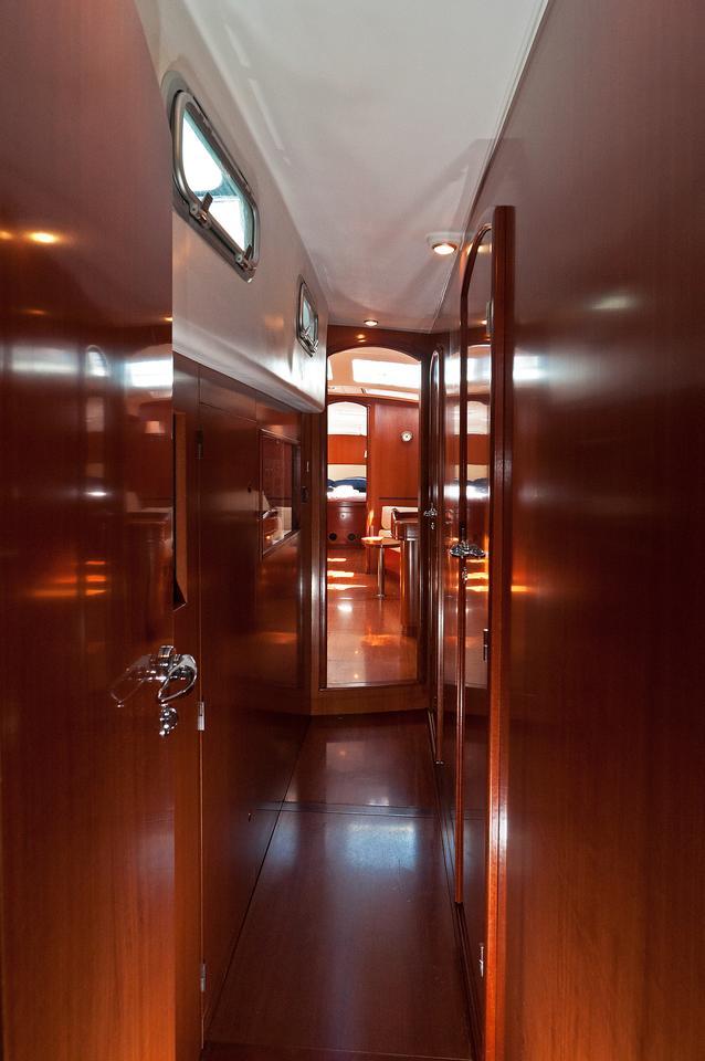 https://ws.nausys.com/CBMS-external/rest/yacht/1061727/pictures/s6.jpg