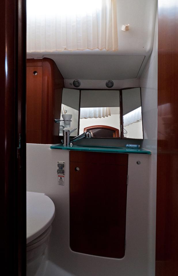 https://ws.nausys.com/CBMS-external/rest/yacht/1061727/pictures/w1.jpg