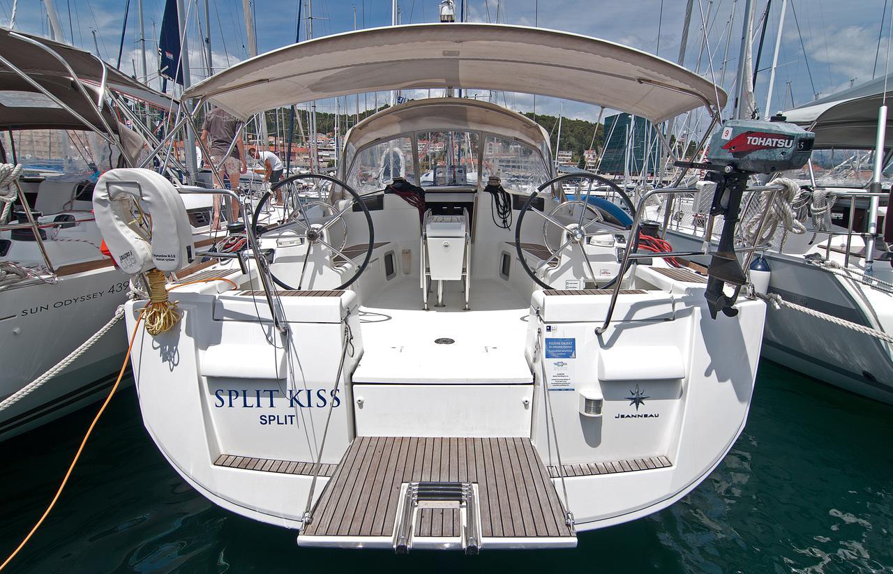 https://ws.nausys.com/CBMS-external/rest/yacht/1061728/pictures/n.jpg