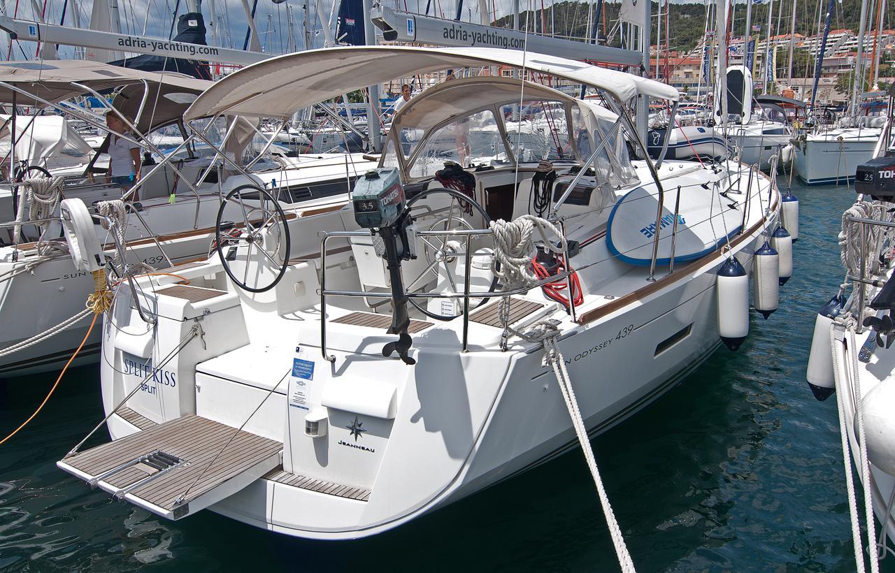 https://ws.nausys.com/CBMS-external/rest/yacht/1061728/pictures/n1.jpg