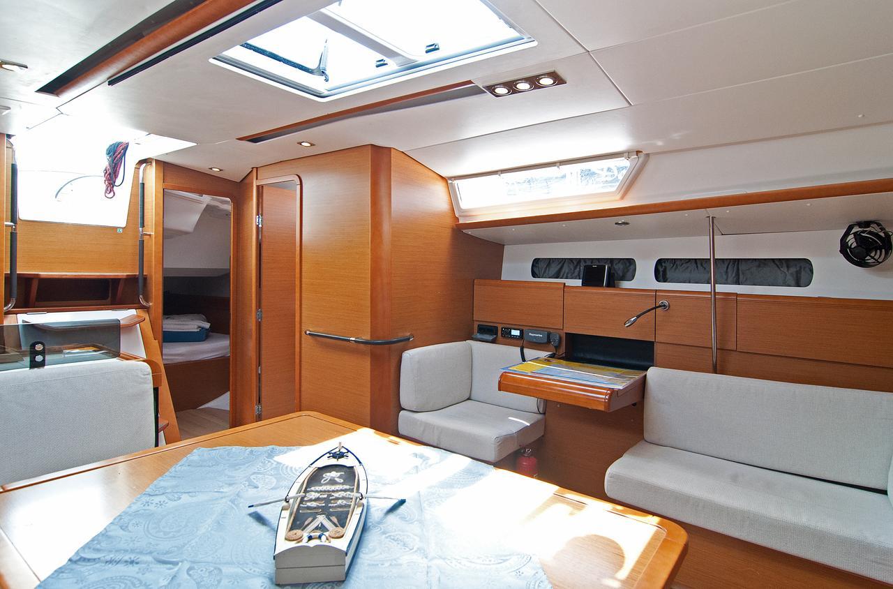 https://ws.nausys.com/CBMS-external/rest/yacht/1061728/pictures/p4.jpg