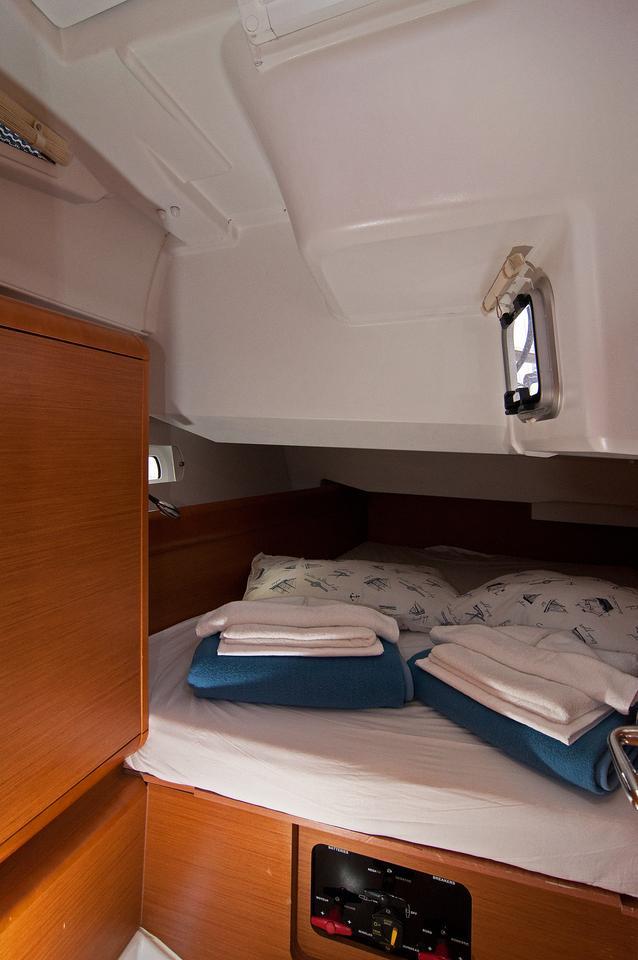 https://ws.nausys.com/rest/yacht/1061728/pictures/s.jpg