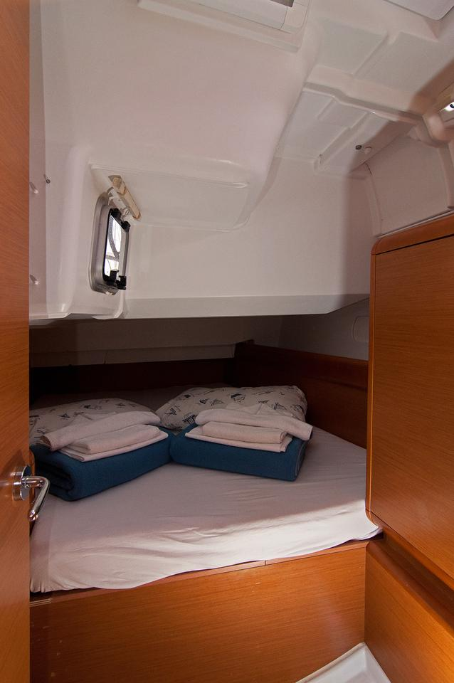 https://ws.nausys.com/CBMS-external/rest/yacht/1061728/pictures/s1.jpg