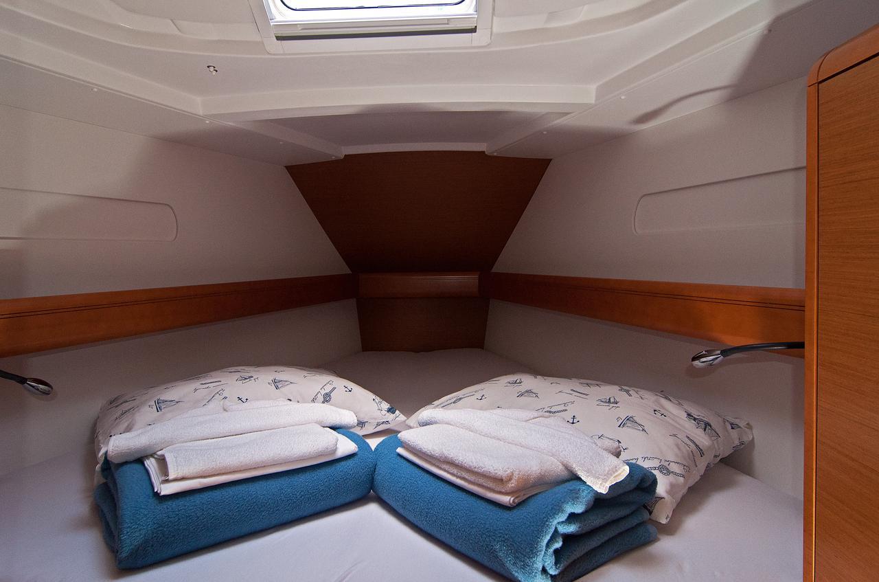 https://ws.nausys.com/CBMS-external/rest/yacht/1061728/pictures/s3.jpg