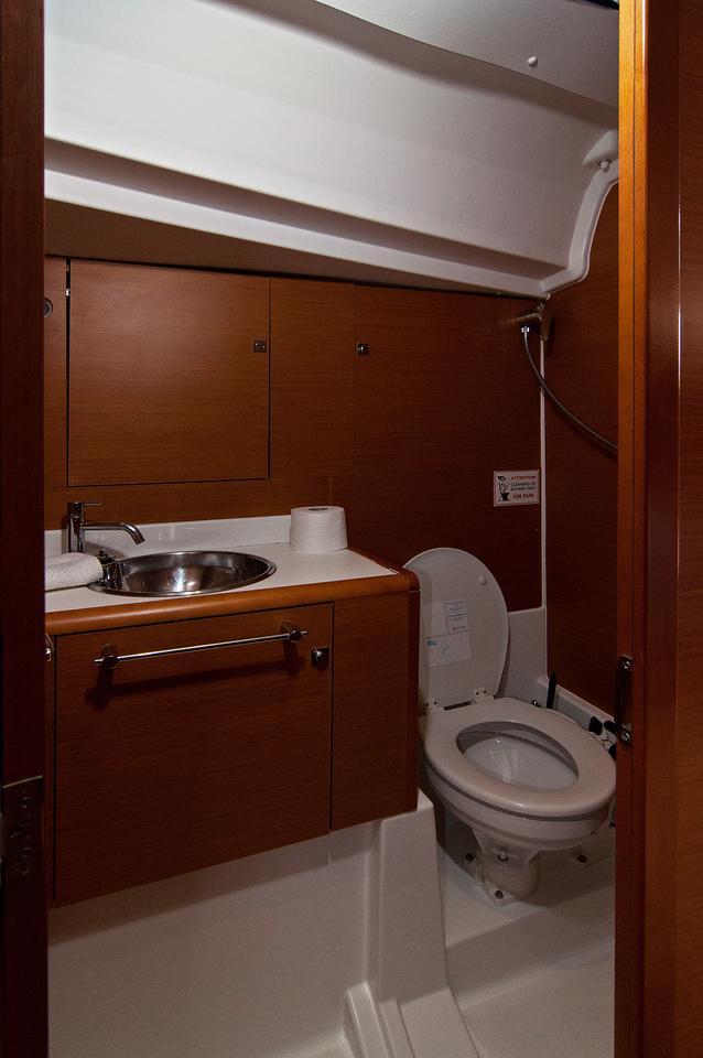 https://ws.nausys.com/CBMS-external/rest/yacht/1061728/pictures/w.jpg