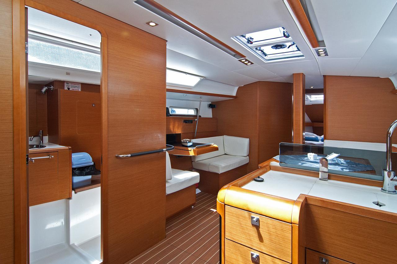 https://ws.nausys.com/rest/yacht/1061729/pictures/p1.jpg