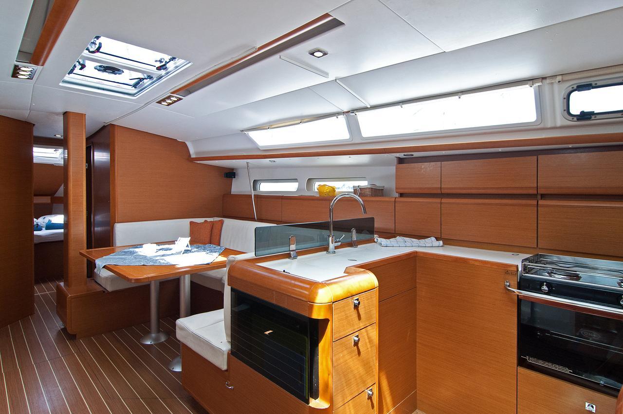 https://ws.nausys.com/CBMS-external/rest/yacht/1061729/pictures/p2.jpg