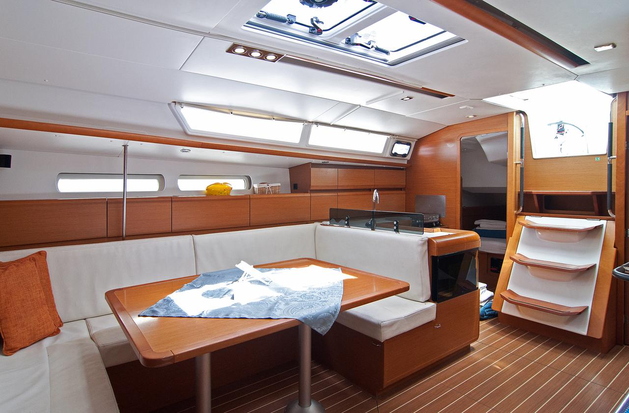 https://ws.nausys.com/CBMS-external/rest/yacht/1061729/pictures/p3.jpg