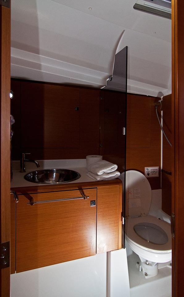 https://ws.nausys.com/CBMS-external/rest/yacht/1061729/pictures/w1.jpg