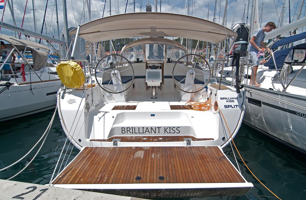 https://ws.nausys.com/rest/yacht/1061731/pictures/n1.jpg