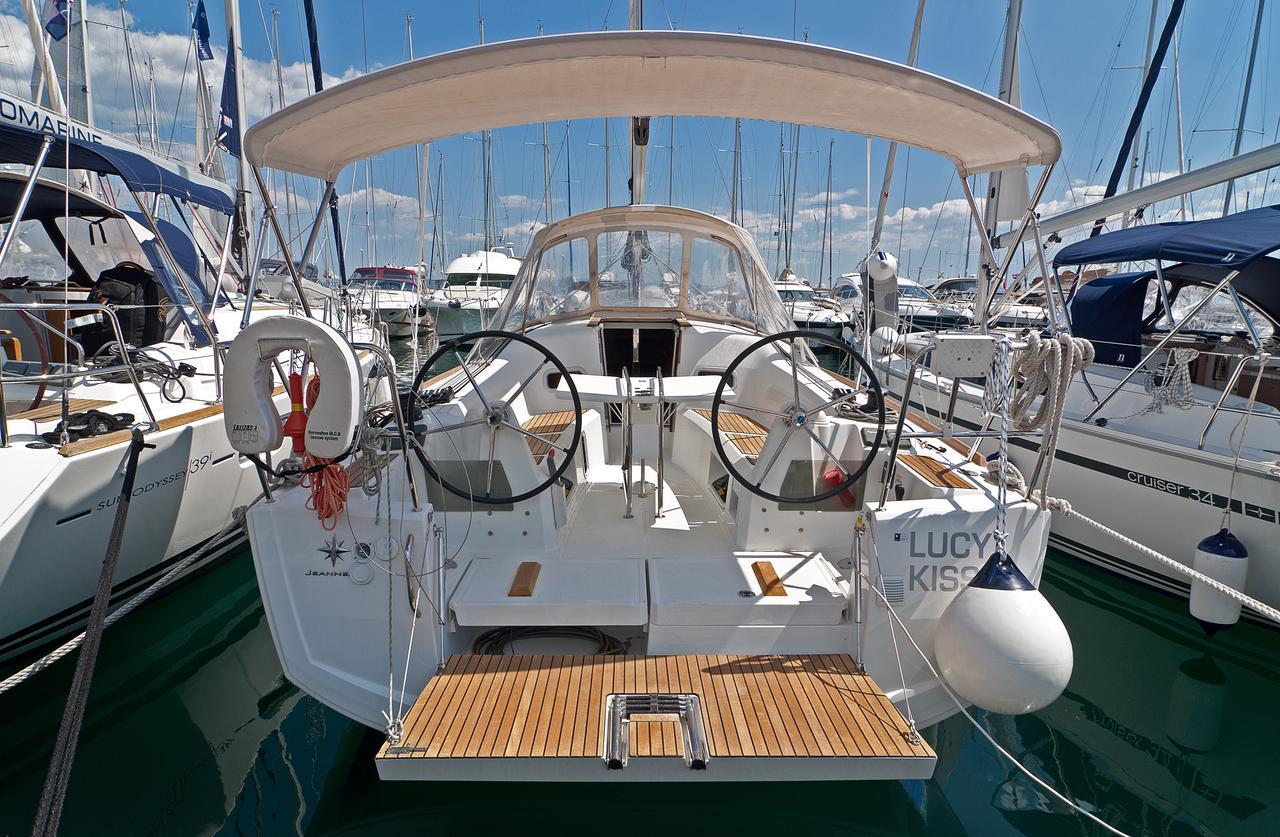 https://ws.nausys.com/rest/yacht/1061744/pictures/n.jpg