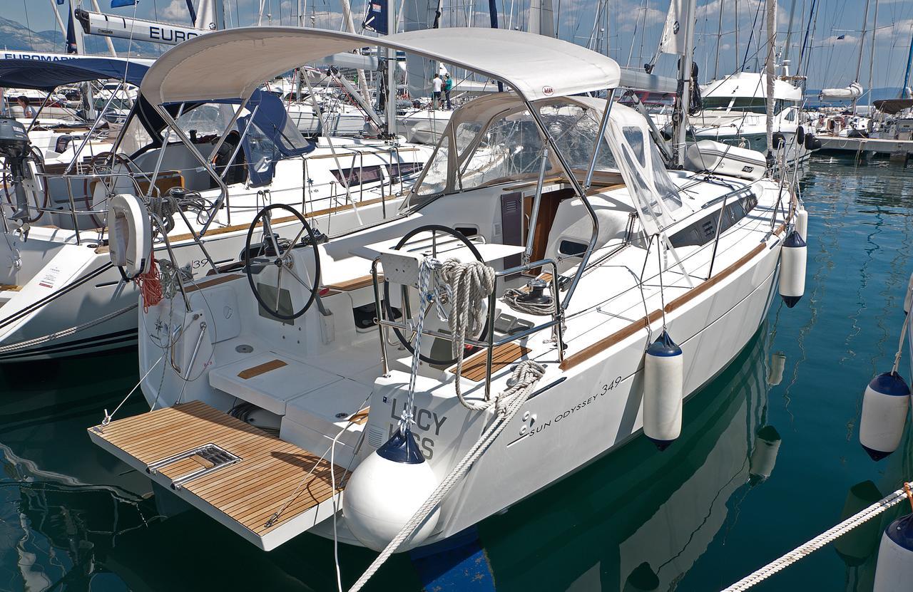 https://ws.nausys.com/CBMS-external/rest/yacht/1061744/pictures/n1.jpg