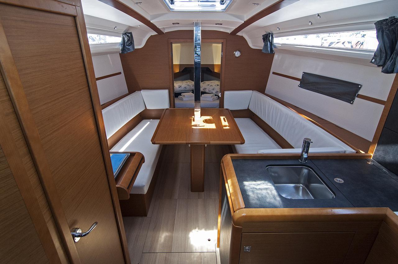 https://ws.nausys.com/rest/yacht/1061744/pictures/p.jpg