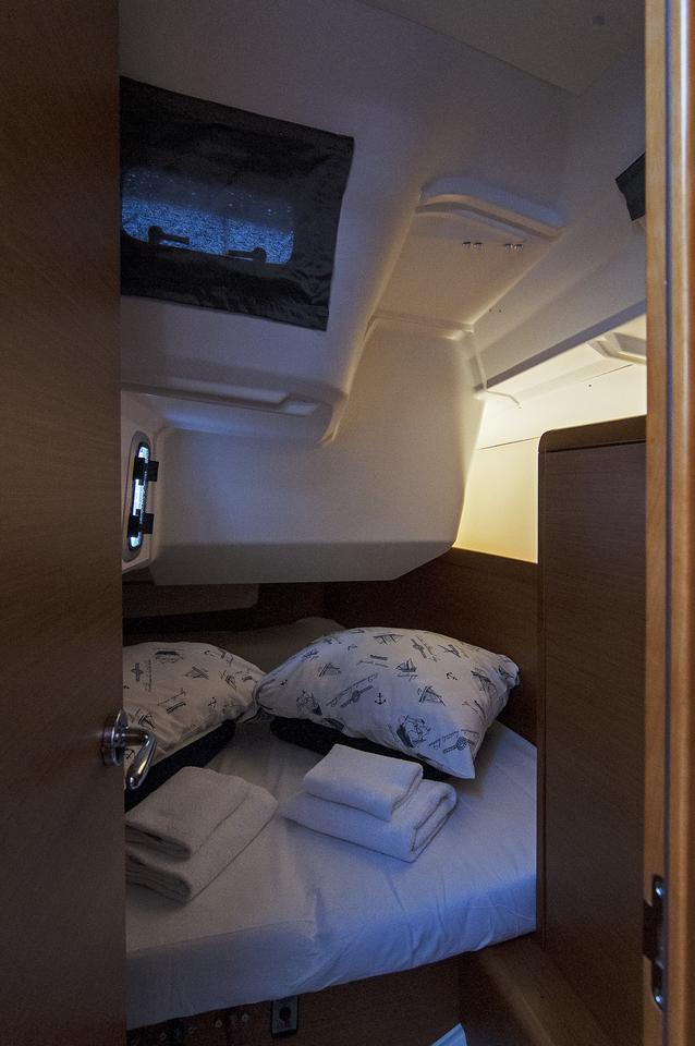 https://ws.nausys.com/CBMS-external/rest/yacht/1061744/pictures/s.jpg