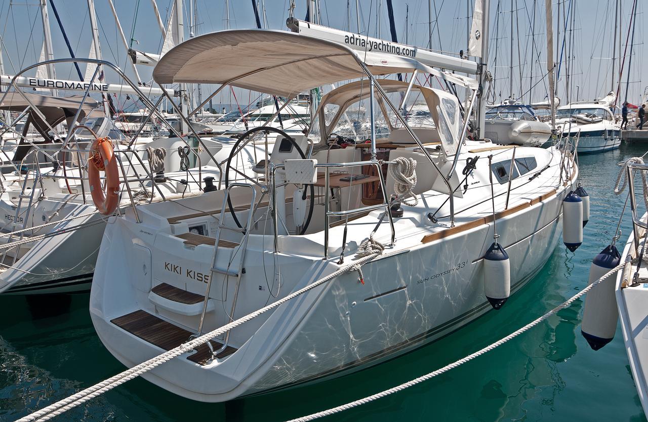 https://ws.nausys.com/rest/yacht/1061745/pictures/n1.jpg