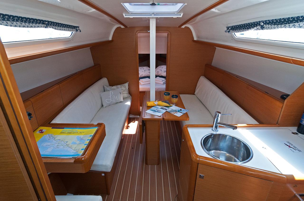 https://ws.nausys.com/rest/yacht/1061745/pictures/p6.jpg