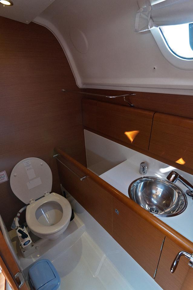 https://ws.nausys.com/rest/yacht/1061745/pictures/w1.jpg