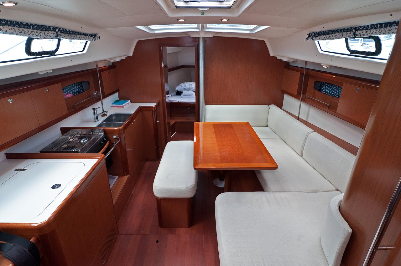 http://ws.nausys.com/rest/yacht/1061747/pictures/p.jpg
