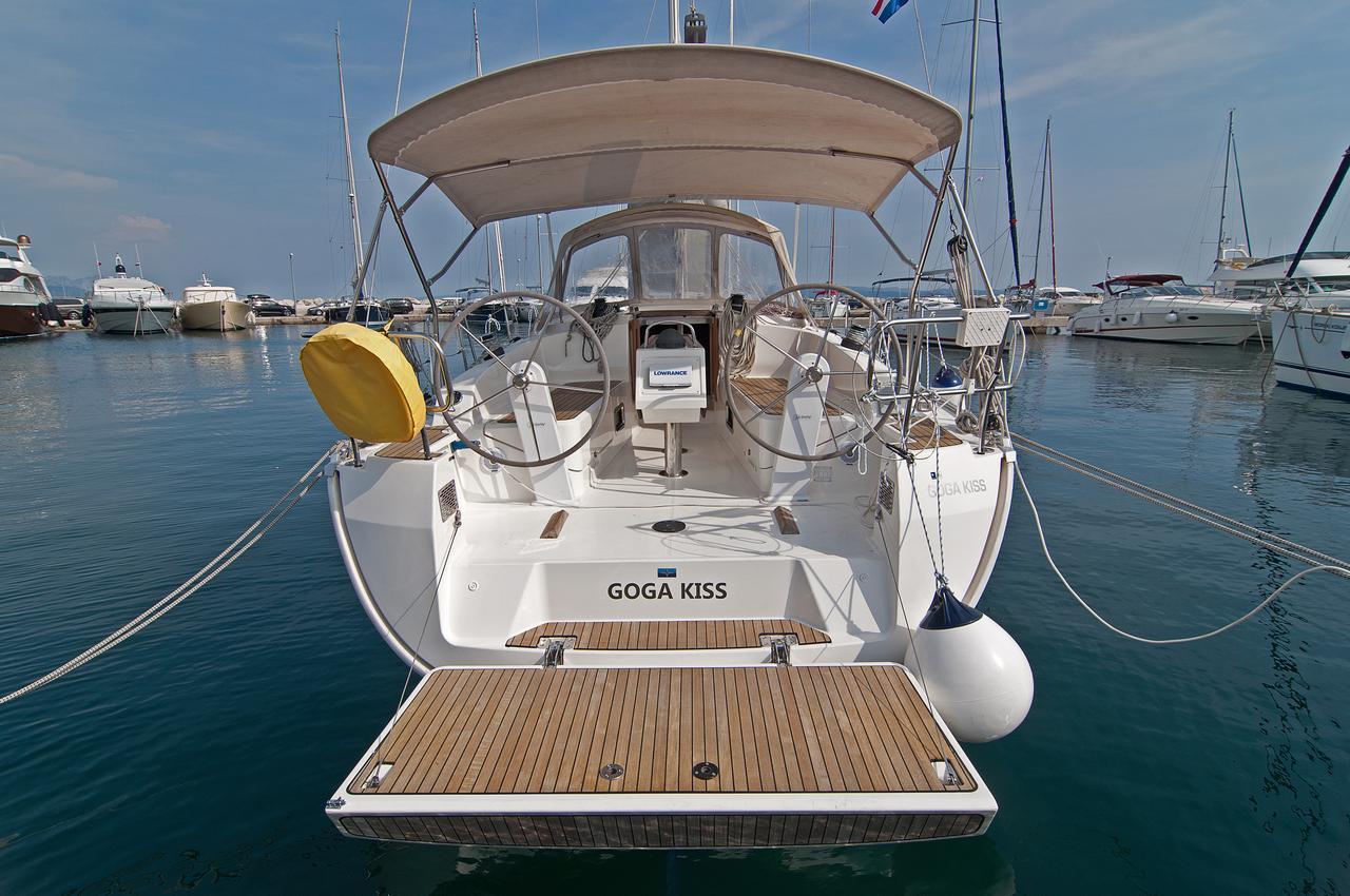 https://ws.nausys.com/CBMS-external/rest/yacht/1061749/pictures/n.jpg