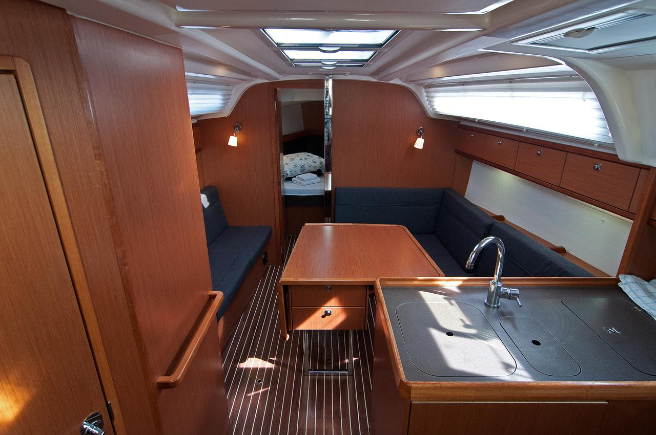 https://ws.nausys.com/CBMS-external/rest/yacht/1061749/pictures/p.jpg