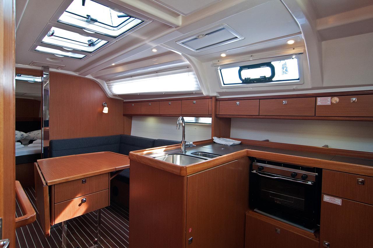 https://ws.nausys.com/CBMS-external/rest/yacht/1061749/pictures/p2.jpg