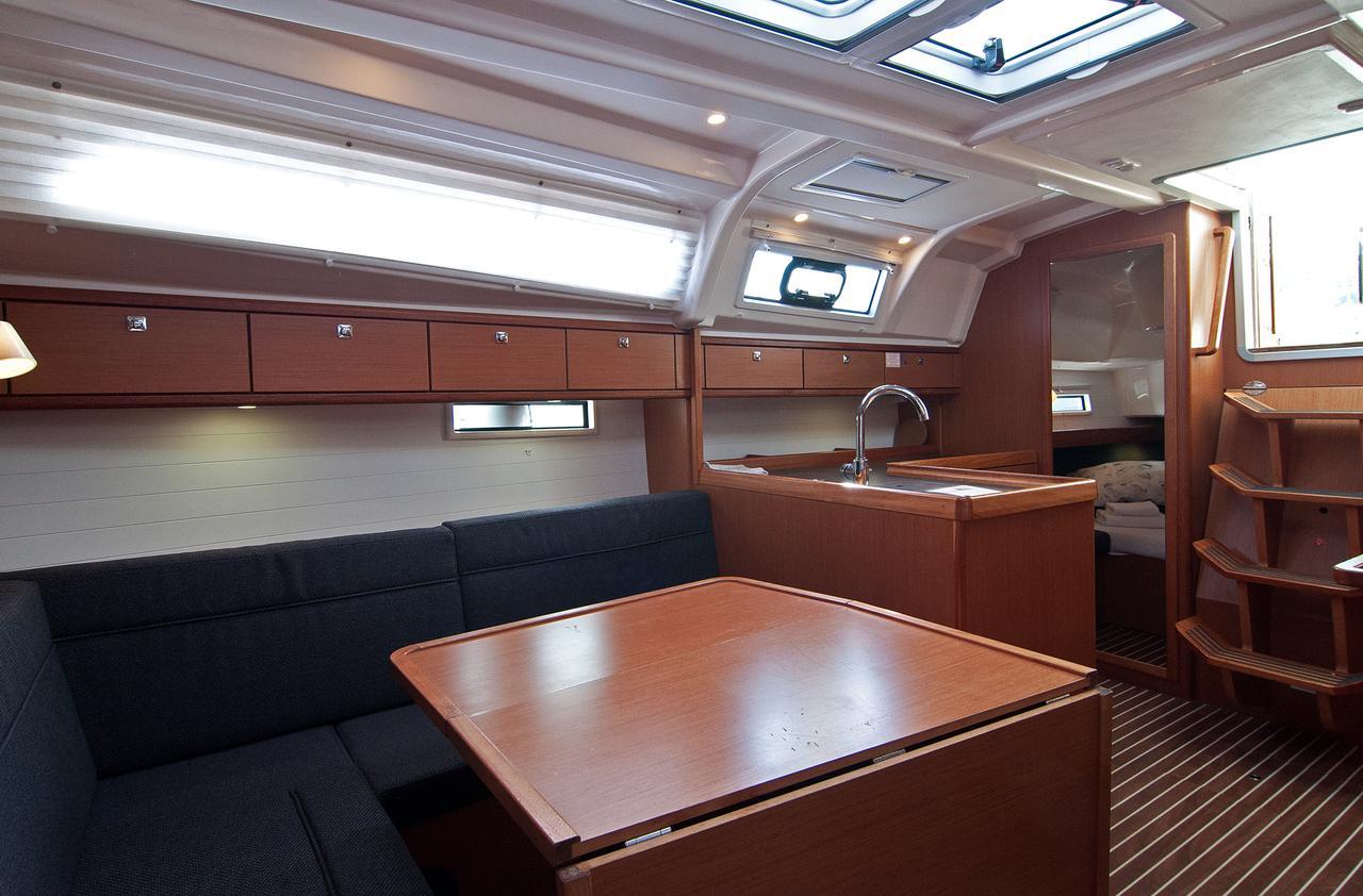 https://ws.nausys.com/CBMS-external/rest/yacht/1061749/pictures/p3.jpg