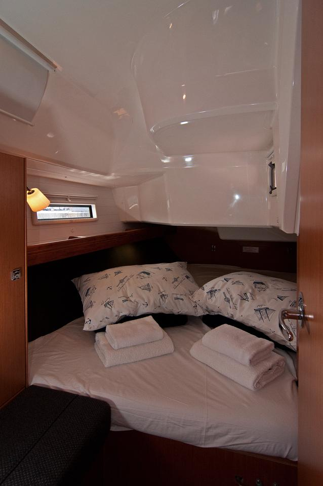 https://ws.nausys.com/CBMS-external/rest/yacht/1061749/pictures/s.jpg