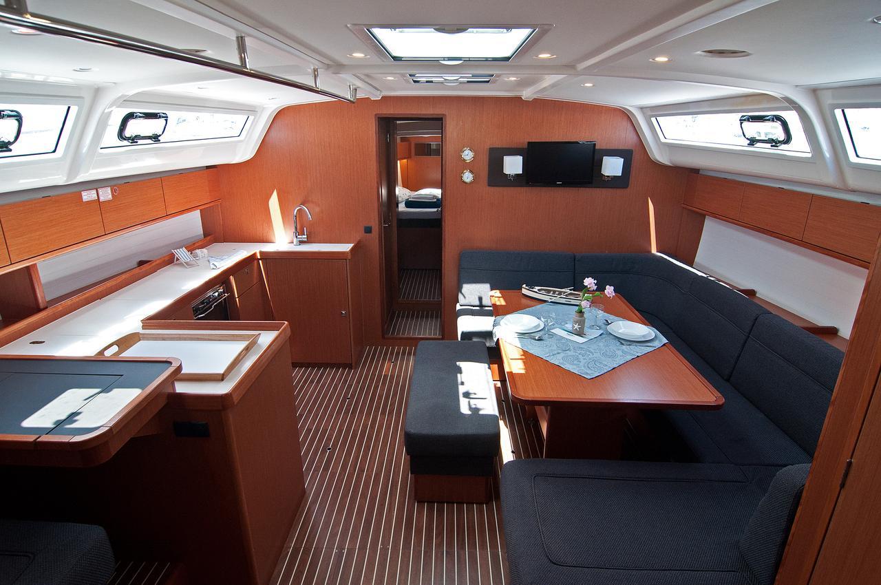 https://ws.nausys.com/CBMS-external/rest/yacht/1070216/pictures/p2.jpg